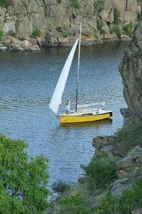 яхта Рокман скалы