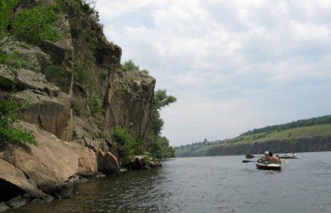 каяки на туристическом маршруте