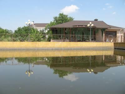 дом на озере Запорожье