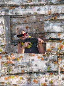 лазертаг стрельба из окна