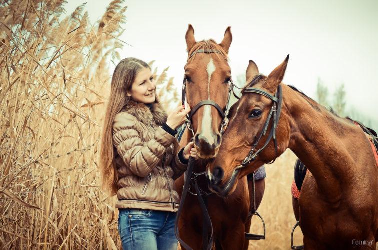 Дувушка с лошадками