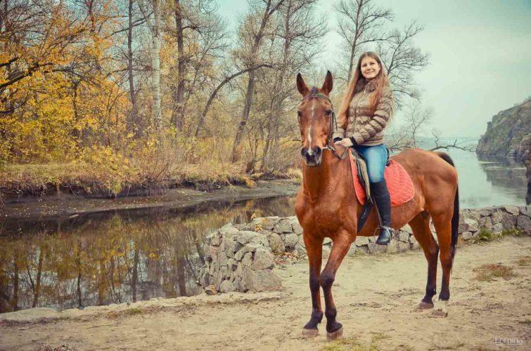 Лошадь возле воды